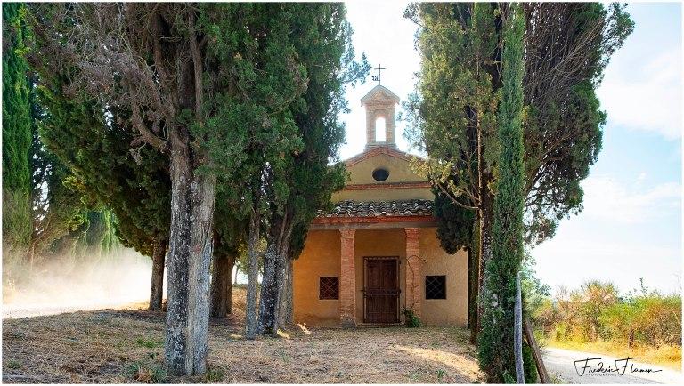 Chapelle et cypres